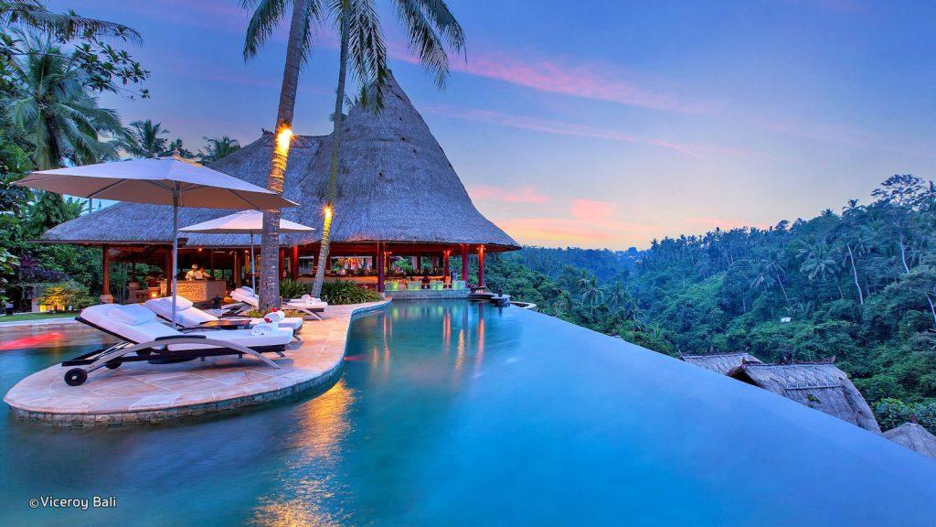 به مناسبت سال نو، اینترنت تلفن همراه در جزیره بالی به مدت 24 ساعت قطع خواهد شد!!