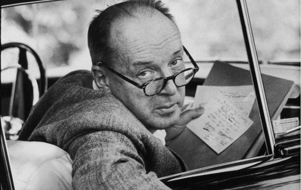 ولادیمیر ولادیمیرویچ نابوکوف (روسی: Влади́мир Влади́мирович Набо́ков زاده ۲۲ آوریل / ۲۳ آوریل ۱۸۹۹، سن پترزبورگ - درگذشته ۲ ژوئیه ۱۹۷۷، مونترو) نویسنده رمان، داستان کوتاه، مترجم و منتقد چندزبانه روسی-آمریکایی بود.