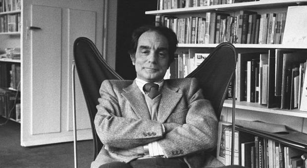 اگر شبی از شبهای زمستان مسافری If on a Winter's Night a Traveler نام کتابی از ایتالو کالوینو Italo Calvino نویسندهی مشهور ایتالیایی است که در سال ۱۹۷۹ نوشته شده است و لیلی گلستان آن را به زبان فارسی برگردانده است.