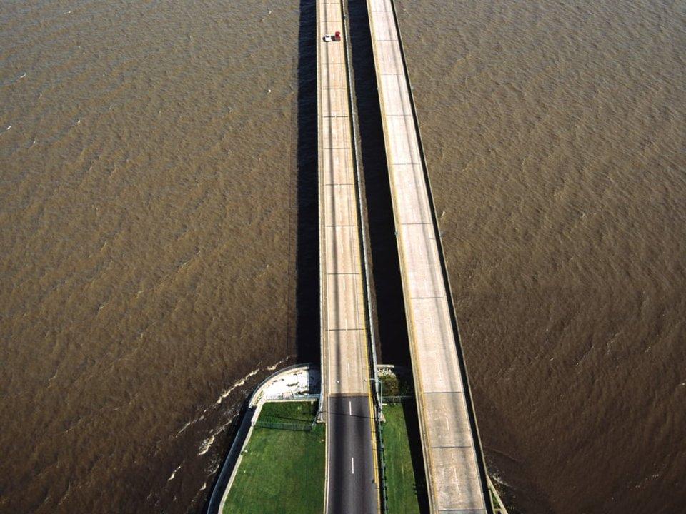 پل میانگذر دریاچه ی Pontchartrain در ایالات متحده