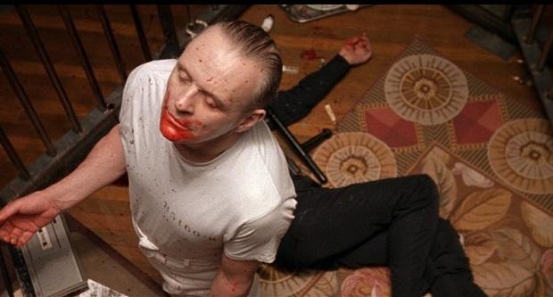 بیل بوفالو یک قاتل واقعی نیست ولی در حقیقت ترکیبی از سه قاتل واقعی است. اد گین که پوست قربانیانش را میکند. تد باندی که از گچ گرفتن دستانش برای جلب ترحم و کمک زنان و کشاندن آنها به ون استفاده میکرد و گری هیدنیک که یک گودال عمیق در وسط خانهاش برای قربانیان اسیر خود حفر کرده بود.