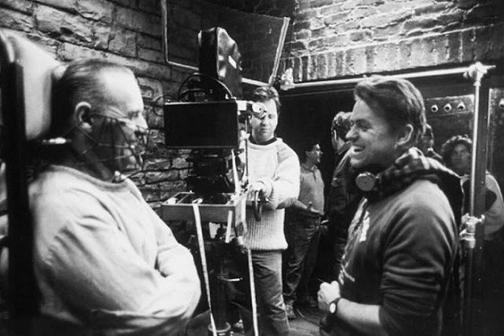 فیلمبرداری فیلم The Silence of the Lambs بسیار حساب شده است. کارگردان تمامی تلاشش را کرده است تا از طریق فیلم برداری آن حسهایی را که میخواهد مخاطب بی اراده دریافت کند، به او تلقین کند. حسهایی که مهم ترینشان ترس است.