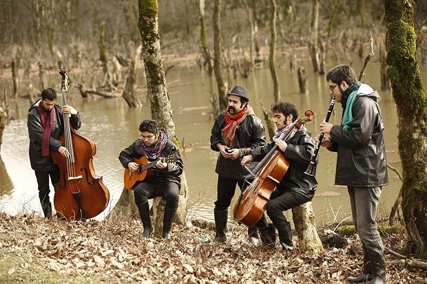 گروه پالت موسیقی پایان فیلم شهرام مکری را اجرا کرده است.