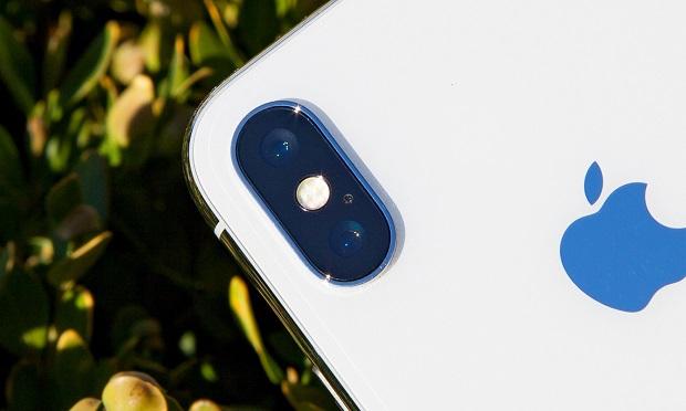 دوربین iPhone X دارای کمی بیرون زدگی می باشد