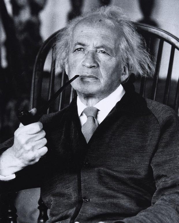 فرد اولمن در تاریخ ۱۹ ژانویهی ۱۹۰۱ در اشتوتگارت آلمان و در خانوادهای یهودی متولد شد و در رشتهی حقوق تحصیل کرد. او از سال ۱۹۳۳ پس از روی کار آمدن هیتلر به پاریس نقل مکان کرد و در آن جا تا مدتی با کشیدن نقاشی و فروش آنها زندگی میکرد.