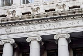 مهم ترین مباشر در فرایند عرضۀ پول، نظام فدرال رزرو است که بانک مرکزی ایالات متحده است و معمولا فدرال رزرو یا FED خوانده می شود .
