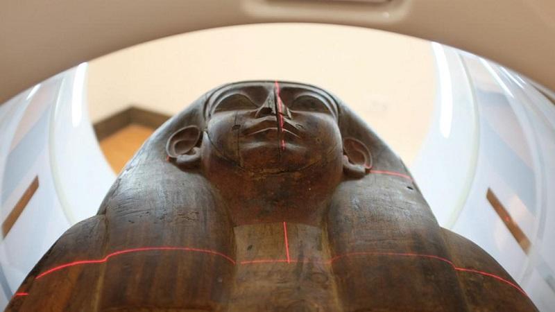 این مومیایی برای ۱۵۱ سال داخل تابوت سنگیِ در موزه بود و کسی از آن خبر نداشت!