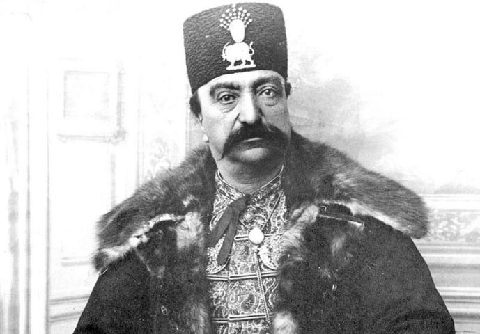 عکسی که شاه از خودش گرفته بود و اعتقاد داشت به خاطر کسالت در این عکس بد افتاده است!