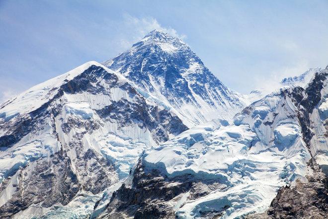 کوه اورست بلندترین کوه دنیا نیست
