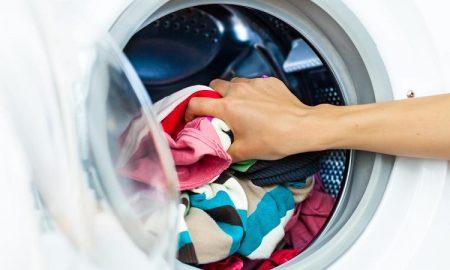 دانشمندان متوجه شدند که ماشین های لباس شویی چگونه لباس های ما را تمیز می کنند