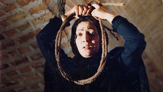 فیلم پرده آخر روی خاندان رفیع الملک میچرخد که بازماندگانی از دورهی قاجار هستند.