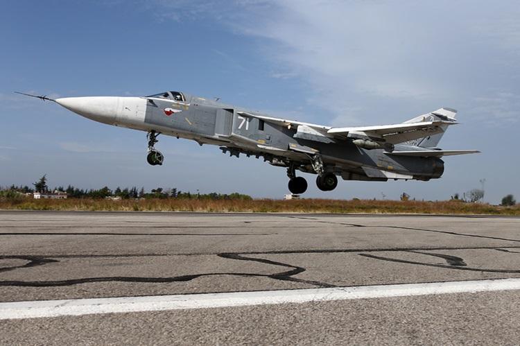 یک سوخو 24 درحال بلند شدن از پایگاه هوایی حمیمیم در سوریه