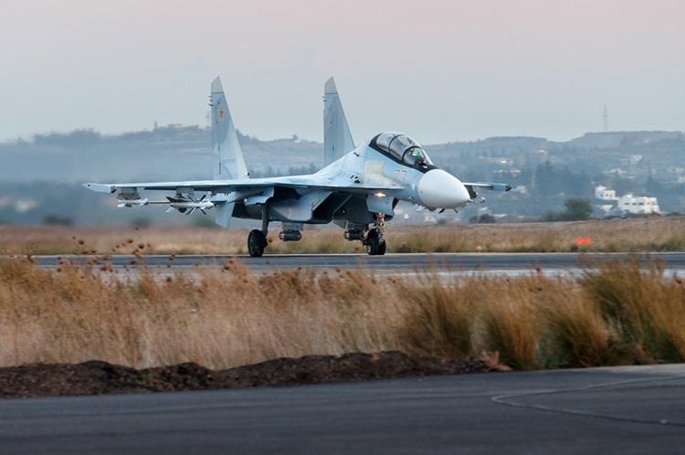 هواپیمای سوخو 30 در پایگاه هوایی حمیمیم در سوریه