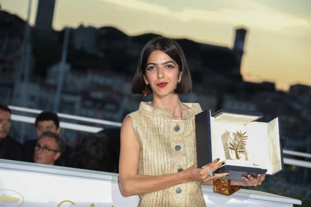 سولماز پناهی جایزه پدرش را دریافت کرد