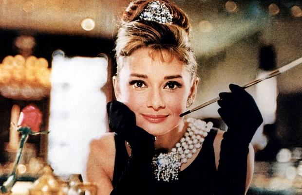 در سال ۱۹۶۱ بلیک ادواردز Blake Edwards کارگردان سینما، فیلمی را با اقتباس از داستان صبحانه در تیفانی ساخت. در این فیلم که فیلم بسیار محبوب و مشهوری نیز از کار در آمد، ستارهی هالیوود، ادری هپبورن Audrey Hepburn ایفای نقش کرده است. از دیگر آثار ترومن کاپوتی میتوان به در کمال خونسردی، تابوت دست ساز، درخت شب و موسیقی برای آفتاب پرستها اشاره کرد.