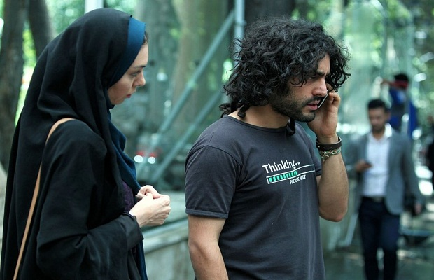 پدیدهی این فیلم آذرخش فراهانی برادر گلشیفته فراهانی است که به خوبی نقش موسیقیدانی بی خیال را بازی میکند.