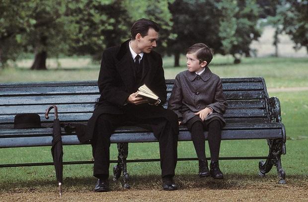 فیلمFinding Neverland چیزی بسیار فراتر از یک بیوگرافی است. در واقع شاید اصلا به نظر بیوگرافی نیاید. این فیلم دربارهی تخیل و کودکی است.