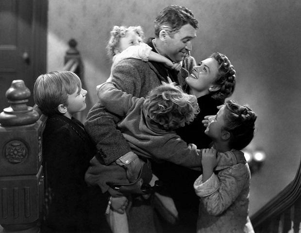 نویسندهی داستان کوتاهی که فیلم It's a Wonderful Life براساس آن ساخته شده است داستانش را در دویست نسخه چاپ کرد و به عنوان کارت کریسمس منتشر کرد و از قضا یکی از نسخهها به دست یک تهیه کننده سینما افتاد و همین جرقهی ساخت این فیلم را زد.