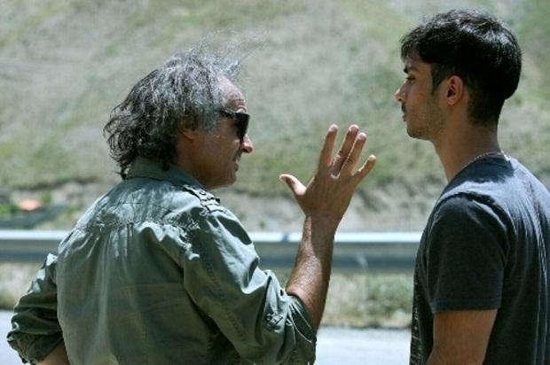 پرویز شهبازی کارگردان خوبی است که در اجرای میزانسن ها، نوع بازی گرفتن از بازیگران و در نزدیک شدن به فضای مد نظرش موفق است.
