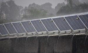 این پنل خورشیدی از بارش باران هم انرژی تولید می کند!