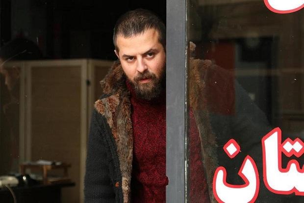 دلیل حضور هومن سیدی در نقش محسن دوست سرخوش شهاب معلوم نیست.