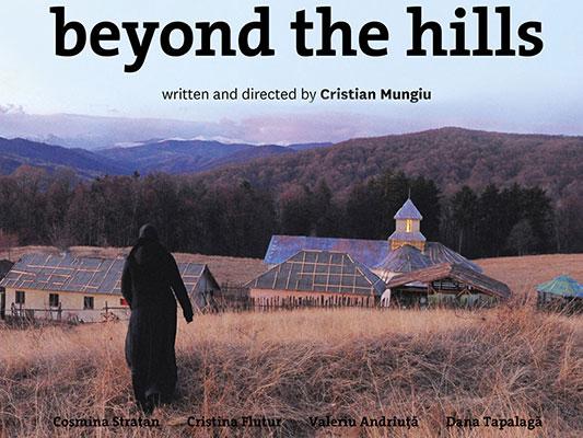 فیلم Beyond the Hills یا آن سوی تپهها عاشقانهی عجیبی است که در عین حال در تک تک لحظاتش مخاطب را میرنجاند و بعد شاد میکند و بعد فرو میبرد و دوباره از نو میسازد. آن سوی تپهها یا Beyond the Hills فیلمی است تلخ، راجع به نابرابری ادراک و دریافت انسانها از زندگی و تاثیر خاصی که همین گوناگونی ادراک و دریافتها بر سرنوشت دیگران میگذارد.