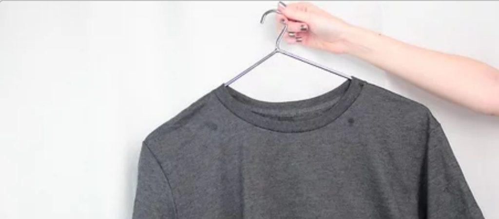 آویزان کردن لباس بعد از اتو
