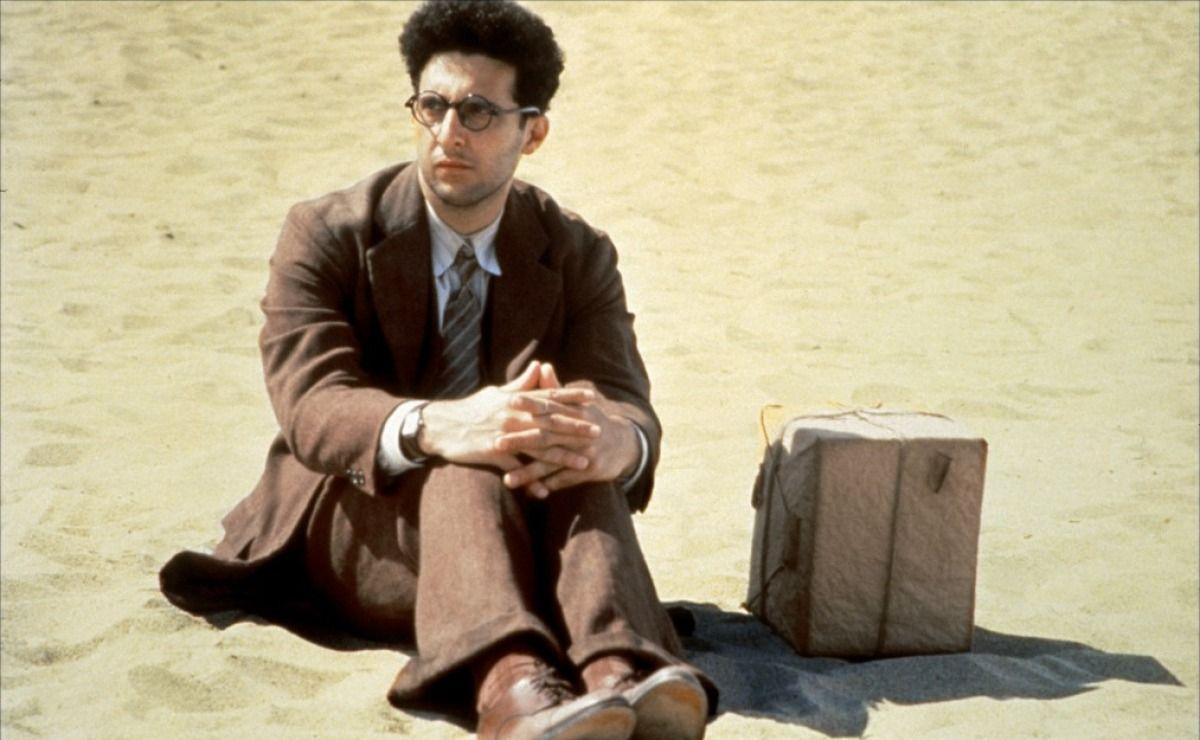 بارتن کسی است که میتواند حرکت کند، تغییر کند و تغییر دهد. برادران کوئن در فیلم Barton Fink و سایر فیلم هایشان، یک شیوه، یک نگرش و جهان بینی را نسبت به نوع زندگی و گذران آن پیشنهاد میکنند.