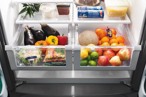 غذاهای پخته را در طبقات بالا و میوه و غذاهای خام را در طبقات پایین بگذارید