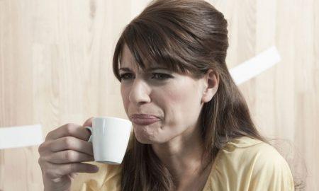 تلخی دهان: علت احساس مزه تلخ در دهان و راه درمان این مشکل چیست؟