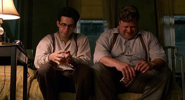 فیلم Barton Fink در فضای یک شهر اتفاق میافتد. شهری که تنها یک شهر به معنای خاص کلمه نیست و برای خود، شخصیت و حیات زنده، حضوری ملموس و خاصیتی شوم دارد که تهدیدی است برای سرکوب افرادی که در آن ساکن هستند.