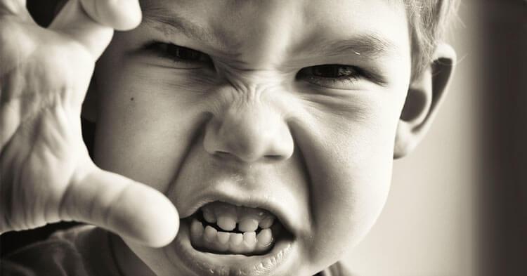 افراد خودشیفته و افرادی که اهل رقابت هستند بیشتر عصبانی میشوند
