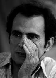 """حمیدرضا نجفی متولد ۱۳۴۳ در تهران است. و از او دو مجموعه داستان چاپ شده است.""""دیوانه در مهتاب"""" عنوان مجموعه داستان دیگری از این نویسنده است. """"باغهای شنی"""" در """"ششمین دورۀ جایزۀ هوشنگ گلشیری"""" برندۀ جایزۀ """"بهترین مجموعه داستان کوتاه"""" شده است."""