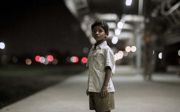 در فیلم موفق Life of pi (آنگ لی) نیز تا حدی با پیرنگ یک خطی مشابهی مواجهیم. کودکی هندی که از خانوادهاش جدا میشود و مجبور میشود به تنهائی در جهان پیش رویش گلیمش را از آب بیرون بکشد.