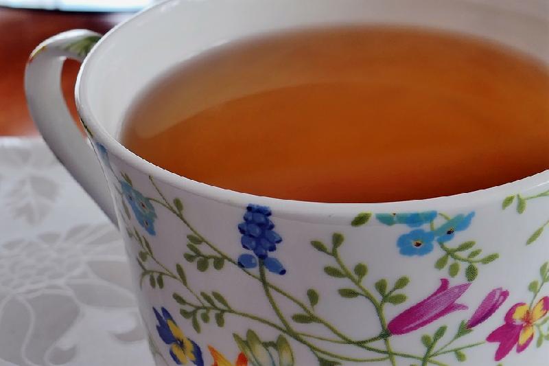 برای درمان استفراغ چای گیاهی بنوشید