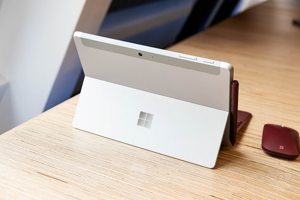 نمای پشتی Surface Go