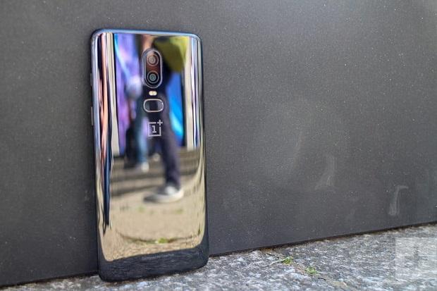 قاب شیشه ای زیبا در پشت Oneplus 6