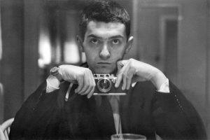 استنلی کوبریک غالباً منزوی بود و اکثر اوقاتش را در استودیو و یا در دفتر خانهی خود می گذراند و حتی بیشتر درخواستهای مصاحبه را رد می کرد و به ندرت عکس می گرفت.