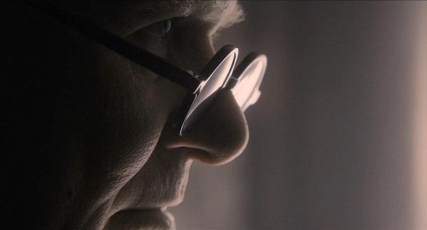 جدای از این ها، مهم ترین ویژگی فیلم، حضور گری اولدمن Gary Oldman در نقش چرچیل است که برای بازی در این فیلم اسکار بازیگر بهترین مرد اسکار ۲۰۱۸ نصیبش شد. بی شک یکی از بهترین و بی نقص ترین بازیهای اولدمن را میتوان در این فیلم دید.
