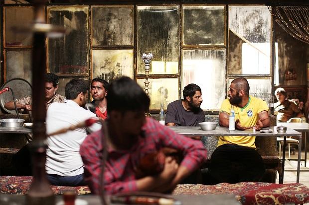 هنرنمایی نوید پورفرج و نوید محمدزاده در فیلم مغزهای کوچک زنگ زده
