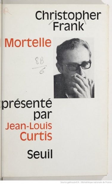 رمان میرا Mortelle سه فصل دارد. و هر فصل با بخشهای کوتاهی که از هم جدا میشوند تشکیل شده است.