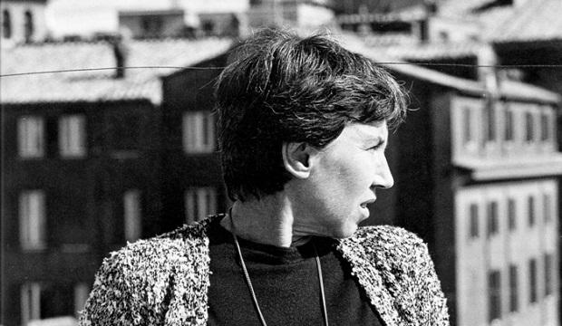 ناتالیا گینزبورگ (به ایتالیایی: Natalia Ginzburg) (زاده ۱۴ ژوئیه ۱۹۱۶ در پالرمو - درگذشتهٔ ۷ اکتبر ۱۹۹۱ در رم) نویسندهٔ مشهور ایتالیایی است که در آثارش به روابط خانوادگی، سیاست و فلسفه میپردازد. بسیاری از آثار گینزبورگ مثل فضیلتهای ناچیز به فارسی ترجمه شدهاست.