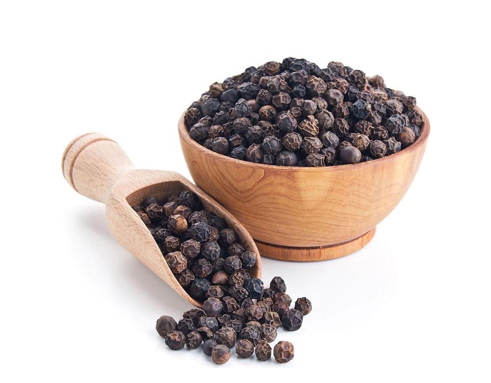فلفل سیاه: خواص این دانه های تند و تیز و شگفت انگیز را بیشتر بدانید