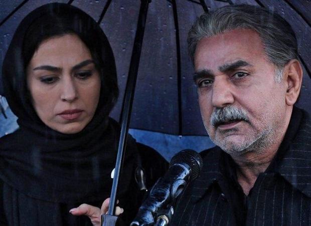 فیلم خانه کاغذی در فهرست ۲۸ فیلم راه یافته به بخش مسابقهی جشنوارهی فیلم فجر قرار نداشت و دلیلاش بنا به نظر عوامل آن رد کردن خط قرمزها و طرح نبایدهاست.