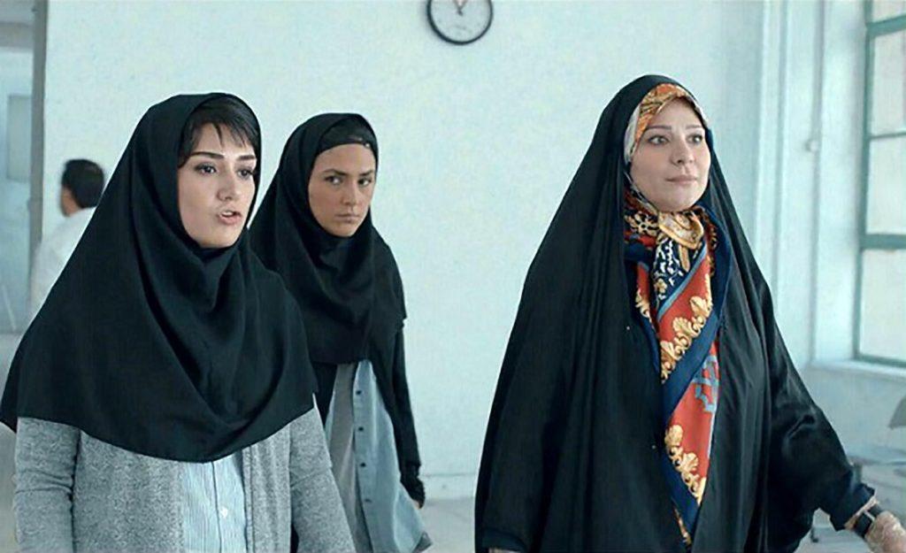 کاراکتر مهرانه نوری (سحر دولت شاهی) به عنوان سرپرست تیم ملی فوتسال در فیلم عرق سرد