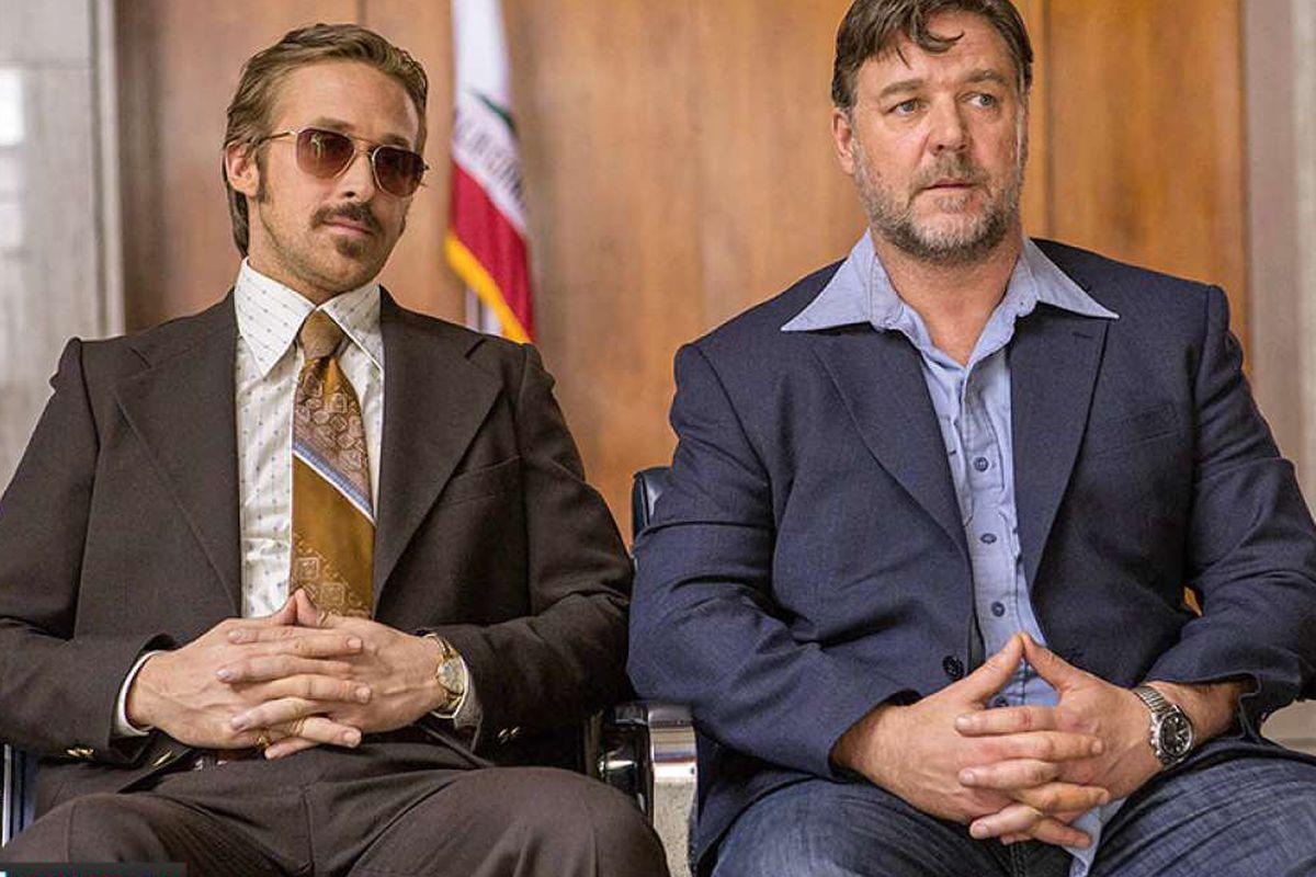 داستان فیلم The Nice Guys دربارهی دو کارگاه خصوصی با بازی Ryan Gosling و Russell Crowe است که به طور اتفاقی درگیر سوژهی مشترکی میشوند، در واقع به دنبال ماجرای کشته شدن یک بازیگر زن هالیوود هستند.