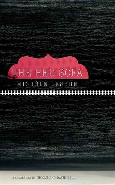 """رمان کاناپه قرمز شاید مخاطب را به یاد الگوی """"سفر قهرمان"""" بیندازد که قهرمان در آن سفری را آغاز میکند و در این سفر به حقایقی دربارهی خود و دنیای پیرامون خود دست مییابد."""