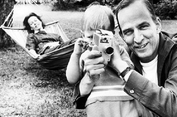 برگمن معتقد است که مهمترین عضو برای بازیگران و کارگردان گوش است
