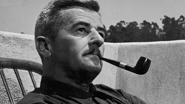 رمان خشم و هیاهو The Sound and the Fury از آثار ماندگار ویلیام فاکنر William Faulkner است. اثری که در سال ۱۹۲۹ منتشر شد. عنوان اثر از بخشی از تک گویی مکبث در نمایشنامهای به همین نام از شکسپیر گرفته شده است: زندگی داستانی است لبریز از خشم و هیاهو که از زبان ابلهی حکایت میشود و معنای آن هیچ است.