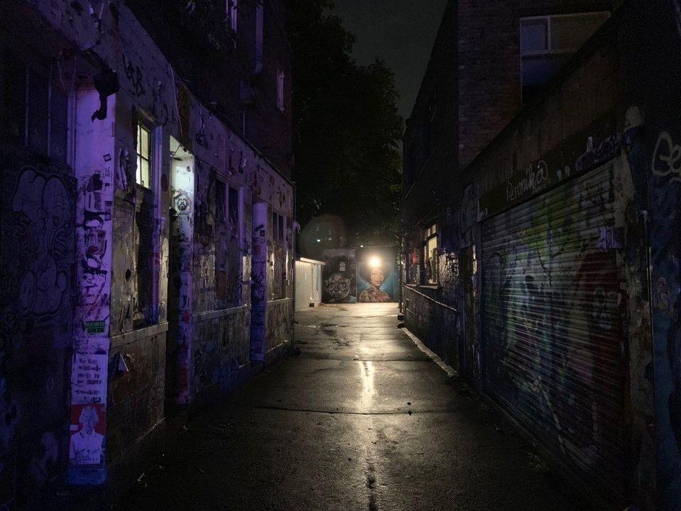 آیفون xs max در تاریکی شب